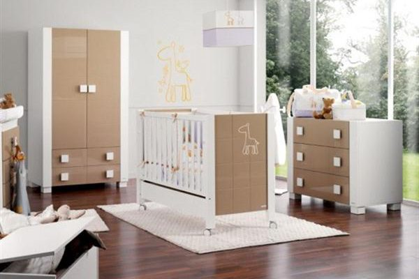 Attractive Babies Room Furniture Design with Lovely Giraffe Themes