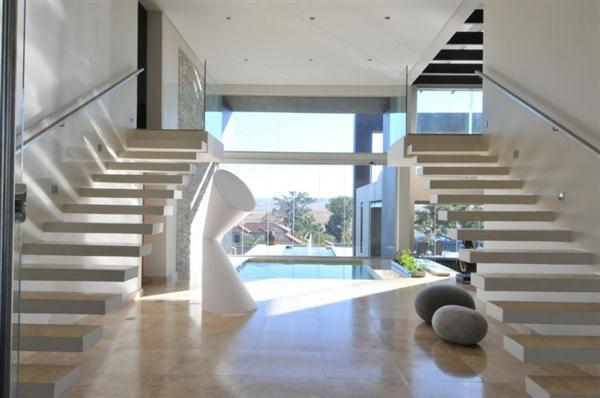 Bright and awesome Home with minimalist stairs design