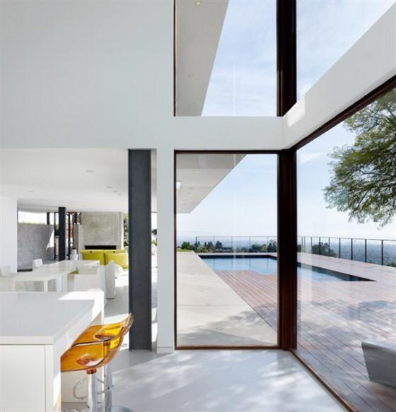 Contemporary California House Design Large glazzing windows