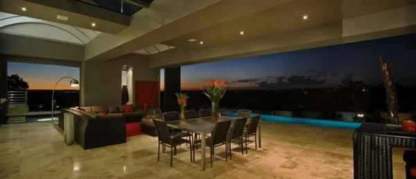 Contemporary and Elegant Home Design with amazing night view
