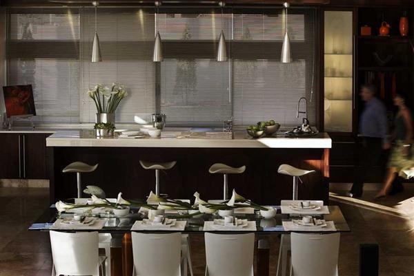 Contemporary and Elegant Home Design with cozy mini bar