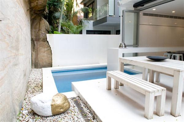 Cozy and Minimalist Bay House Design by Level Orange Architects