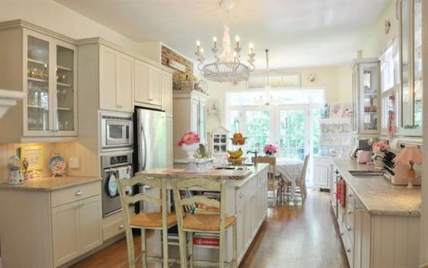 Cute white Vintage Kitchen Design Inspiration from Jennifer Hayslip