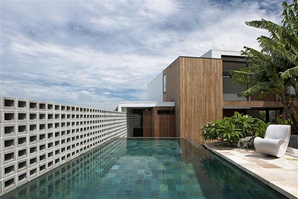 Luxurious Home with lovable swimming pool design by MCK Architects