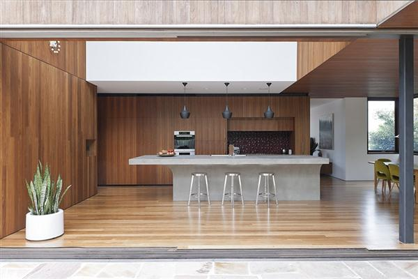 Luxurious Home with modern pantry design by MCK Architects