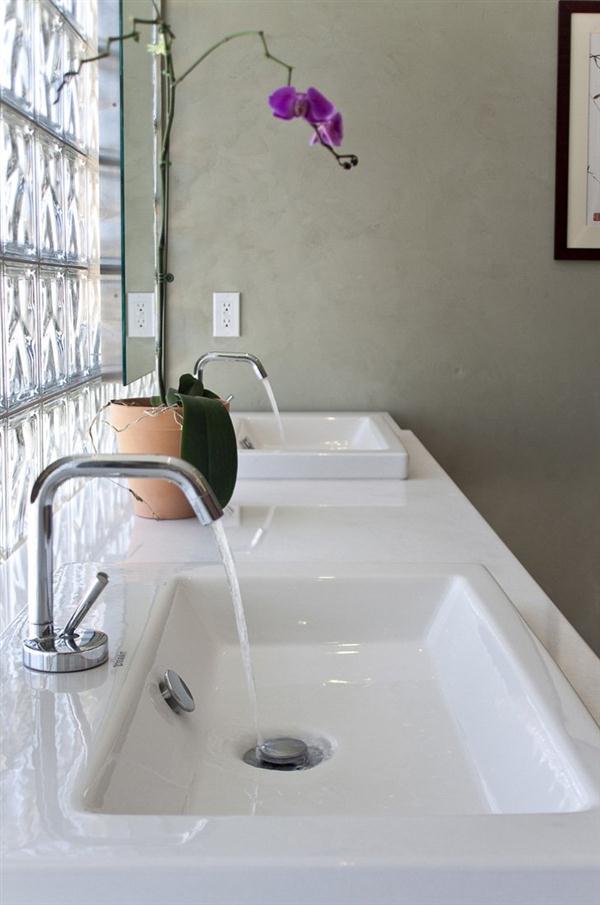 Minimalist bathroom design on home by Bricault Design in Venice California