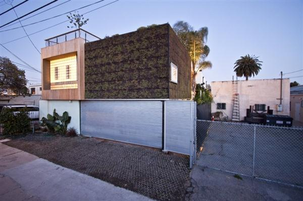 Modern and functional Home by Bricault Design in Venice California