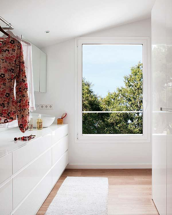Stylish Remodeled Home clean and bright bathroom ideas