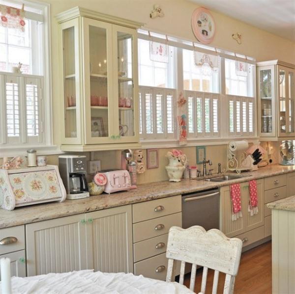 Unique Lady Vintage Kitchen Design Inspiration from Jennifer Hayslip