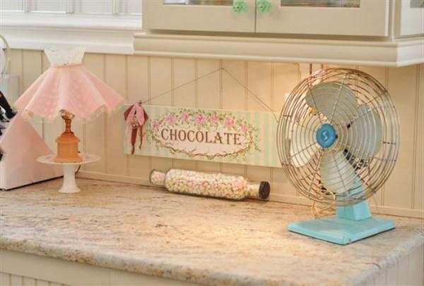 Vintage Kitchen Decorating Inspiration from Jennifer Hayslip