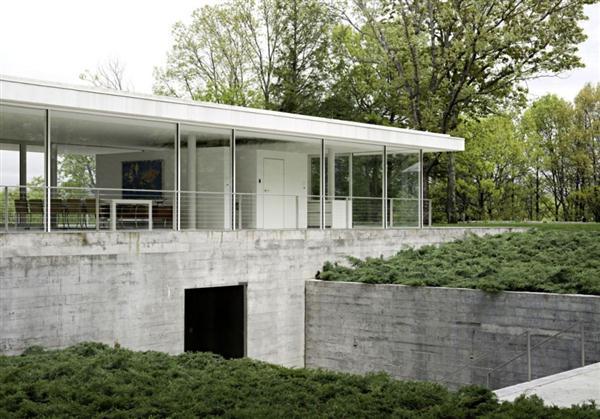 White Villa Design in New York with minimalist concept