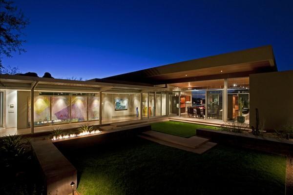 beautiful garden Design on modern home in Arizona