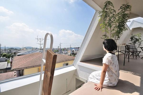 beautiful view on Home with Unusual and Futuristic Design in Japan