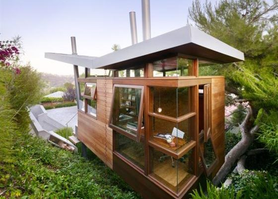 Contemporary Home Office Design – Amazing Tree House with Private Relaxing Gateway in Backyard