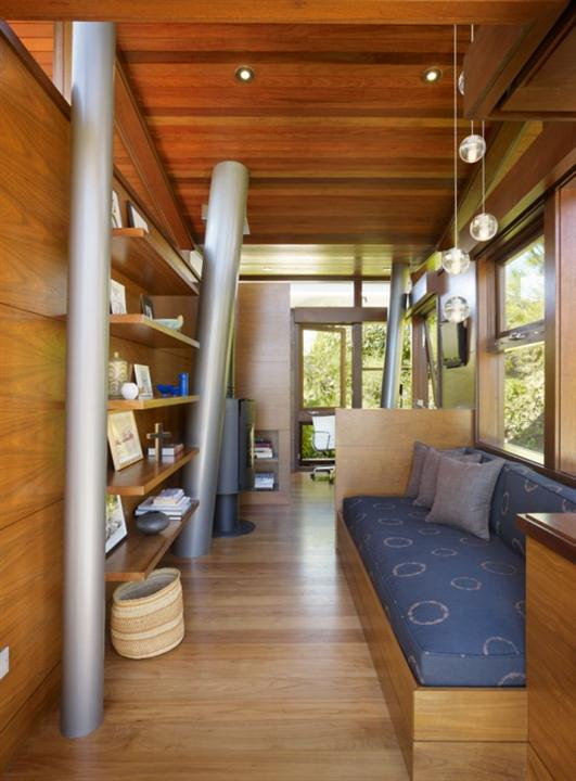 private relaxing wooden tree house design