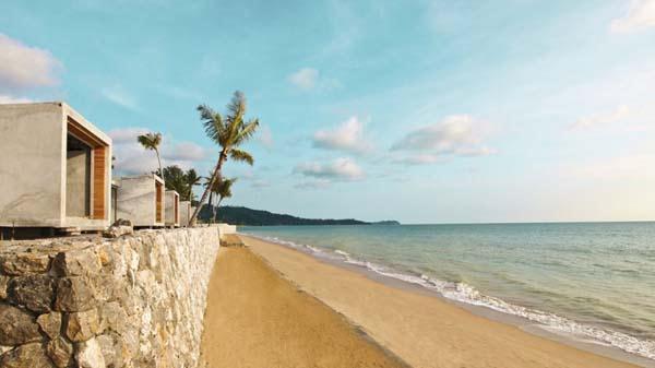 wonderful Beachfront Villa Design with green Concept in Thailand