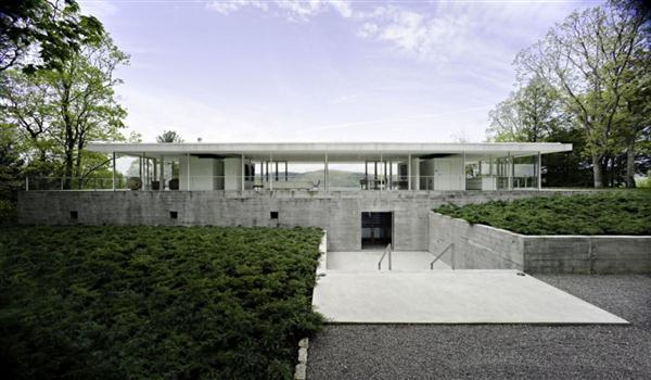 Contemporary White Villa Design in New York