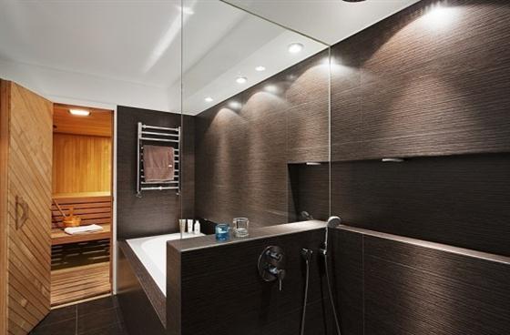 Cozy Lakeside villa and comfortable patio bathroom with bathtubs
