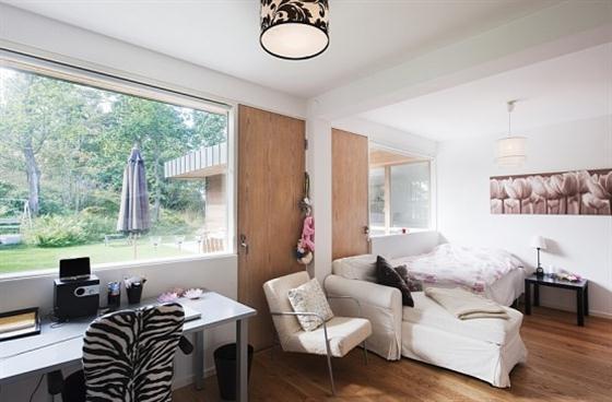 Cozy Lakeside villa and comfortable patio home office