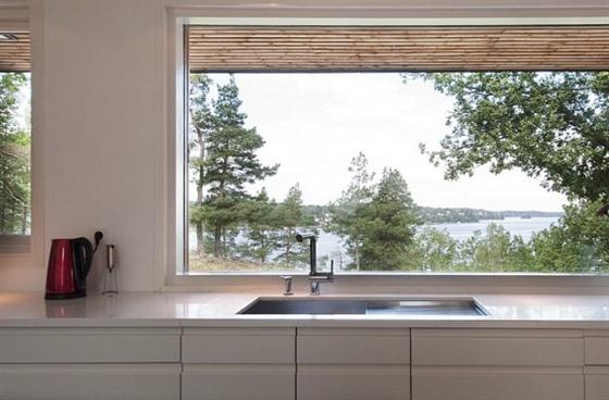 Cozy Lakeside villa and comfortable patio kitchen and lake