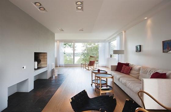 Cozy Lakeside villa and comfortable patio lounge room