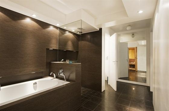 Cozy Lakeside villa and comfortable patio modern bathroom views