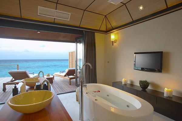 Cozy Lily Resort in Maldives bathtubs
