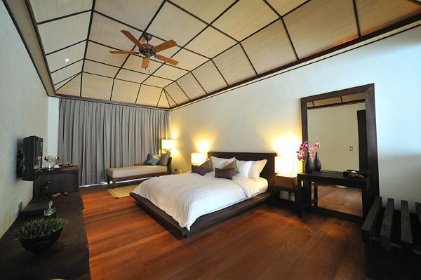 Cozy Lily Resort in Maldives romantic bedroom