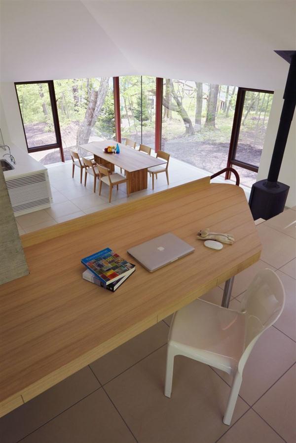Cozy and Elegant Villa Design Inspiration in Nagano Japan working corner