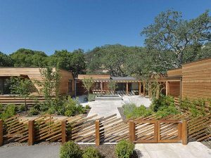 Creative Wooden House Design Ideas by MacCracken Architects yard