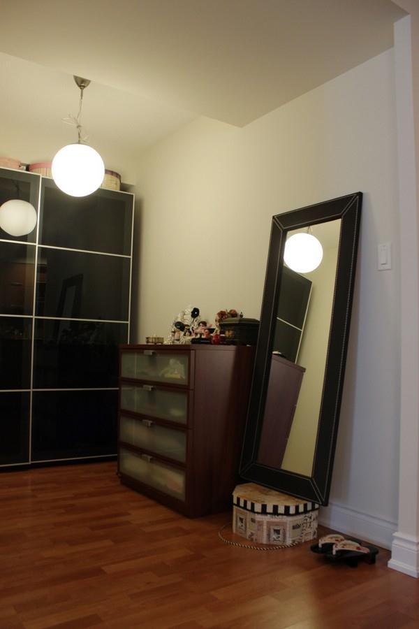 Creative and Modern Japanese Apartment Design Inspiration shelves decor