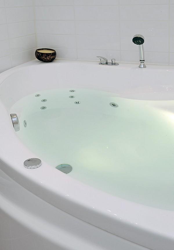 Delightful Bathroom Design with White Stylish Jacuzzi