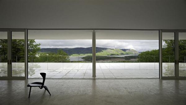 Gorgeous view on White Villa Design in New York