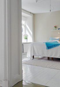 Minimalist bedroom Design with White and bright scheme