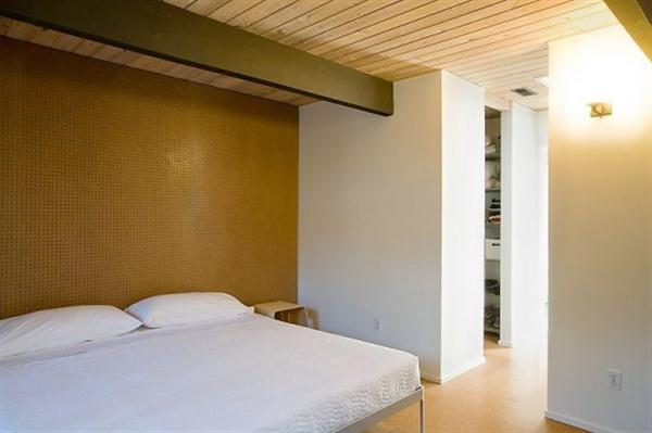 simply bedroom Design at home that Maximize Natural Lighting