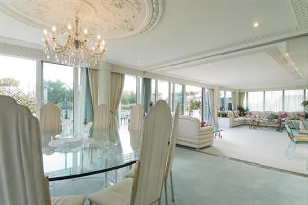 Apartment with awesome and luxurious Design in London