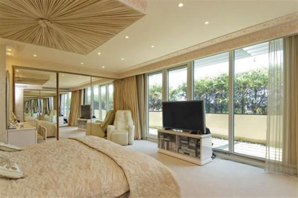 Extraluxurious Duplex Apartment Design in London