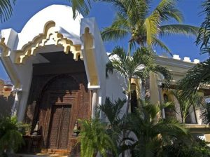 Elegant and Luxurious Moroccan Style Home Design Front Door