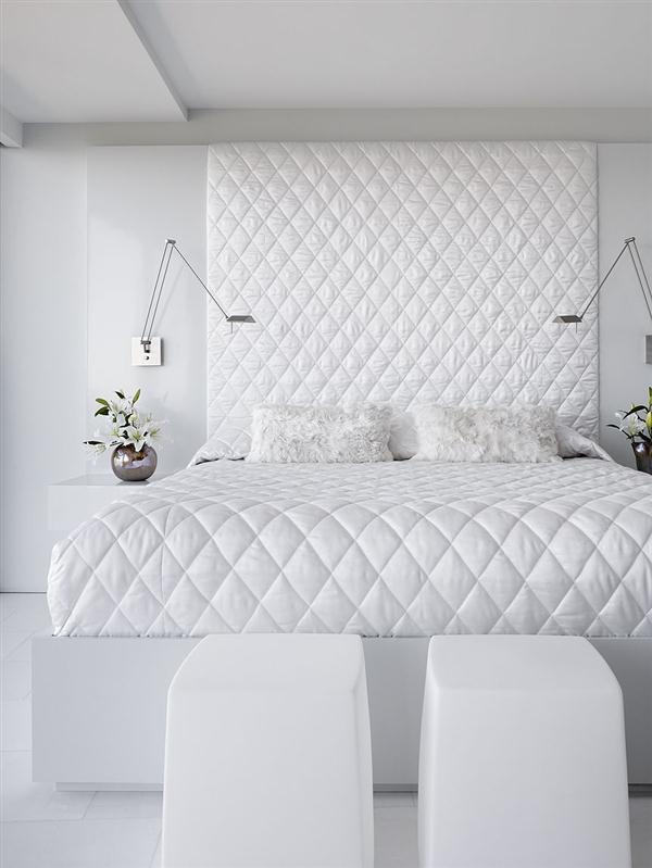 Elegant bedding decor Ideas in luxurious apartment deesign