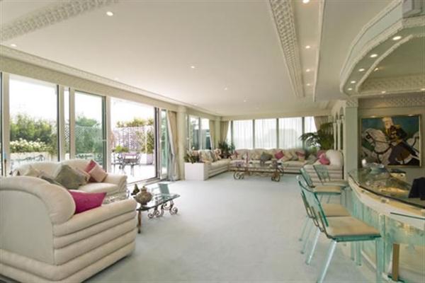 Extraluxurious Duplex Apartment Design inspiration