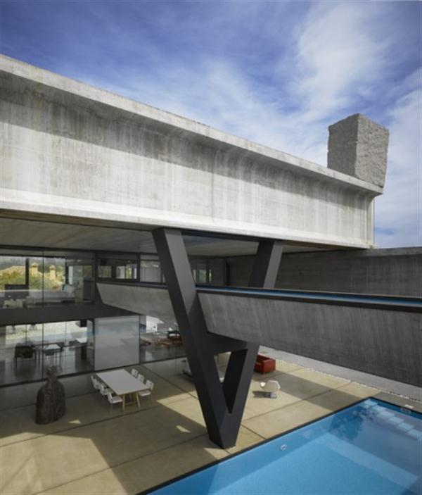 Hemeroscopium House from Ensamble Studio with amazing V shape pilars