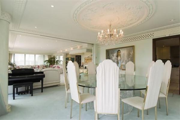 elegance dinning table decor ideas on wonderful Duplex Apartment in London