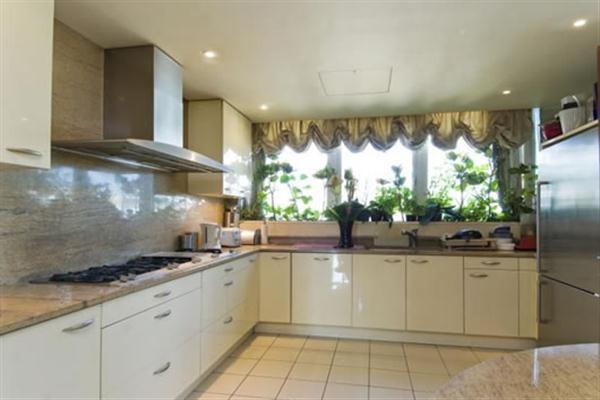 luxurious kitchen on cool Duplex Apartment Design in London