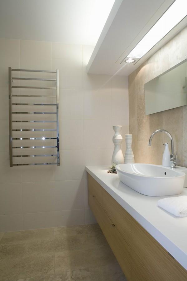 modern and elegant bathroom Design in Palm Beach Residence