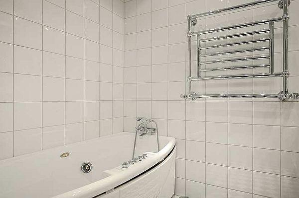 simply and modern bathtubs Design on Classical Swedish apartment in Stockholm