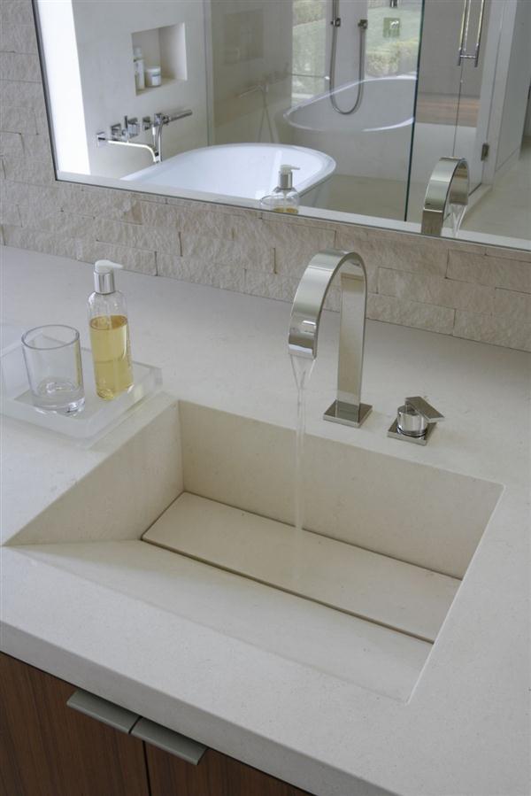 unique and elegance bathroom Design in California